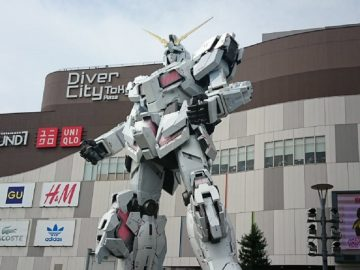 gundam robot statua