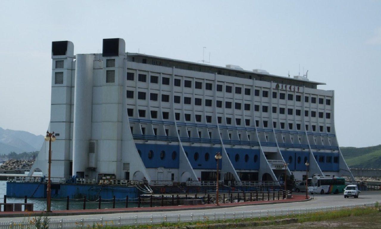 Dove è finito il primo hotel galleggiante del mondo? thumbnail