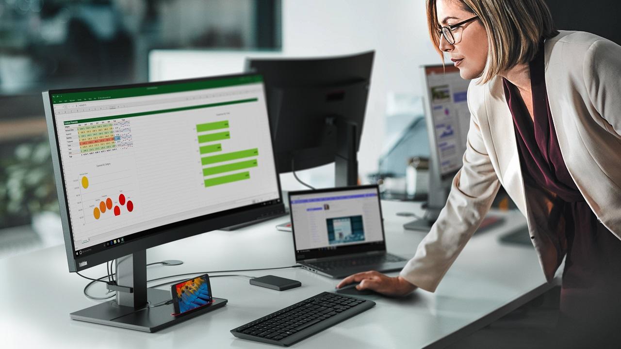 Presentata la nuova linea di monitor di Lenovo thumbnail