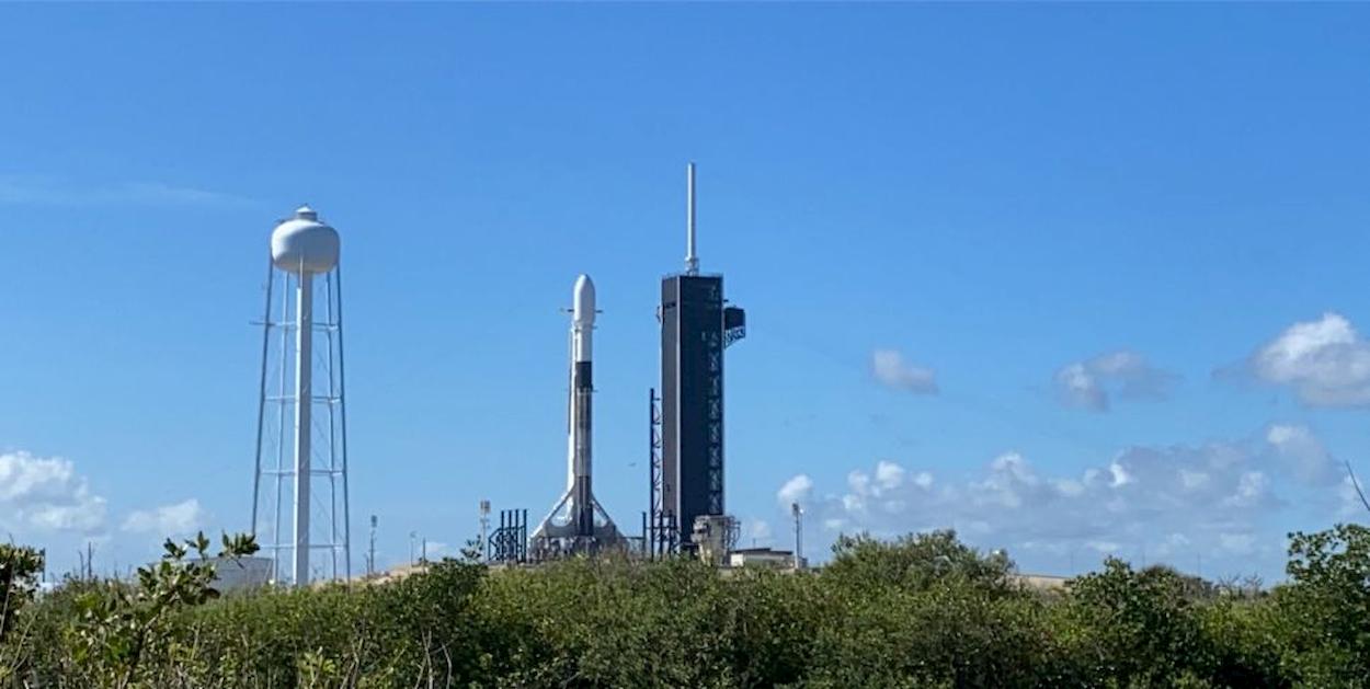 SpaceX è costretta a rinviare il lancio di un razzo per meteo sfavorevole thumbnail