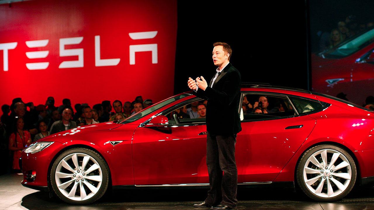 Tesla è ad un passo dalla guida autonoma completa thumbnail