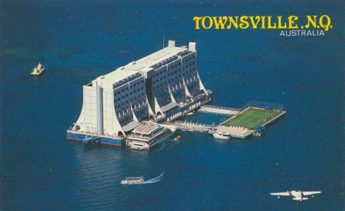 hotel galleggiante