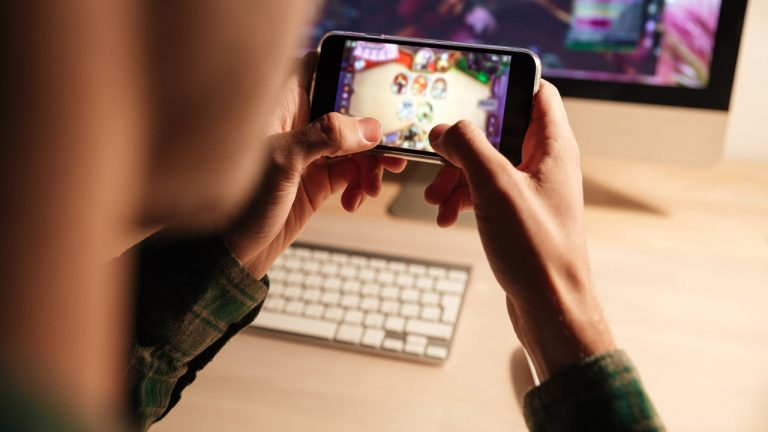 Colossi-games-mobile-survival-Tech-Princess