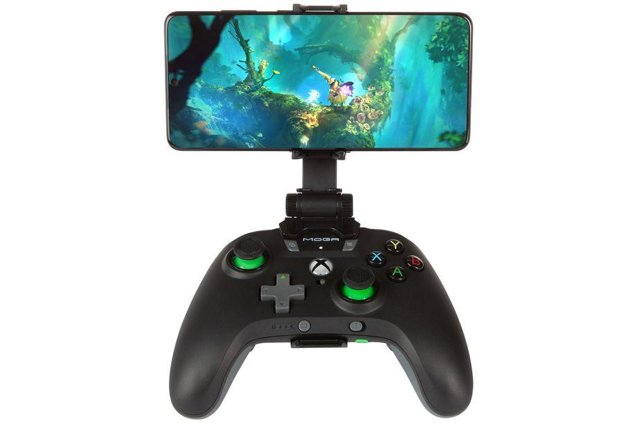 I nuovi controller PowerA ricaricano il telefono mentre si gioca thumbnail