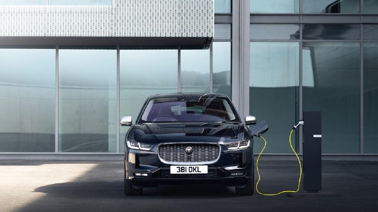 Jaguar Land Rover ricicla l'alluminio, riducendo del 26% le emissioni di CO2 thumbnail