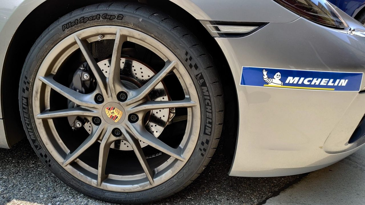"""Michelin Pilot Sport Cup 2 Connect e Cup 2 R: pneumatici """"connessi"""" e da competizione thumbnail"""