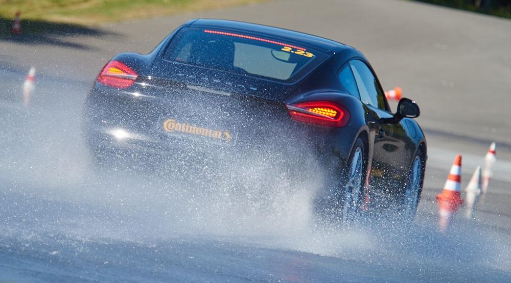Continental: ecco i consigli per la sicurezza alla guida sul bagnato thumbnail