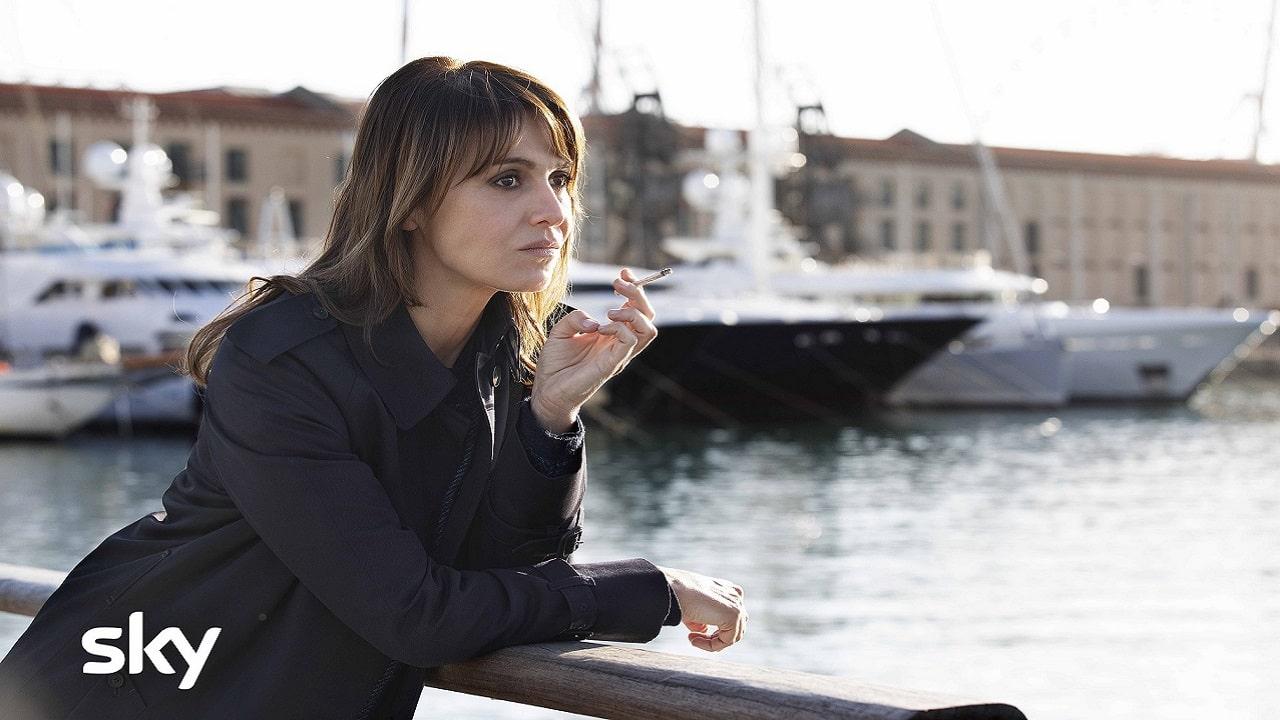 Paola Cortellesi è Petra, la protagonista della nuova serie Sky Original thumbnail