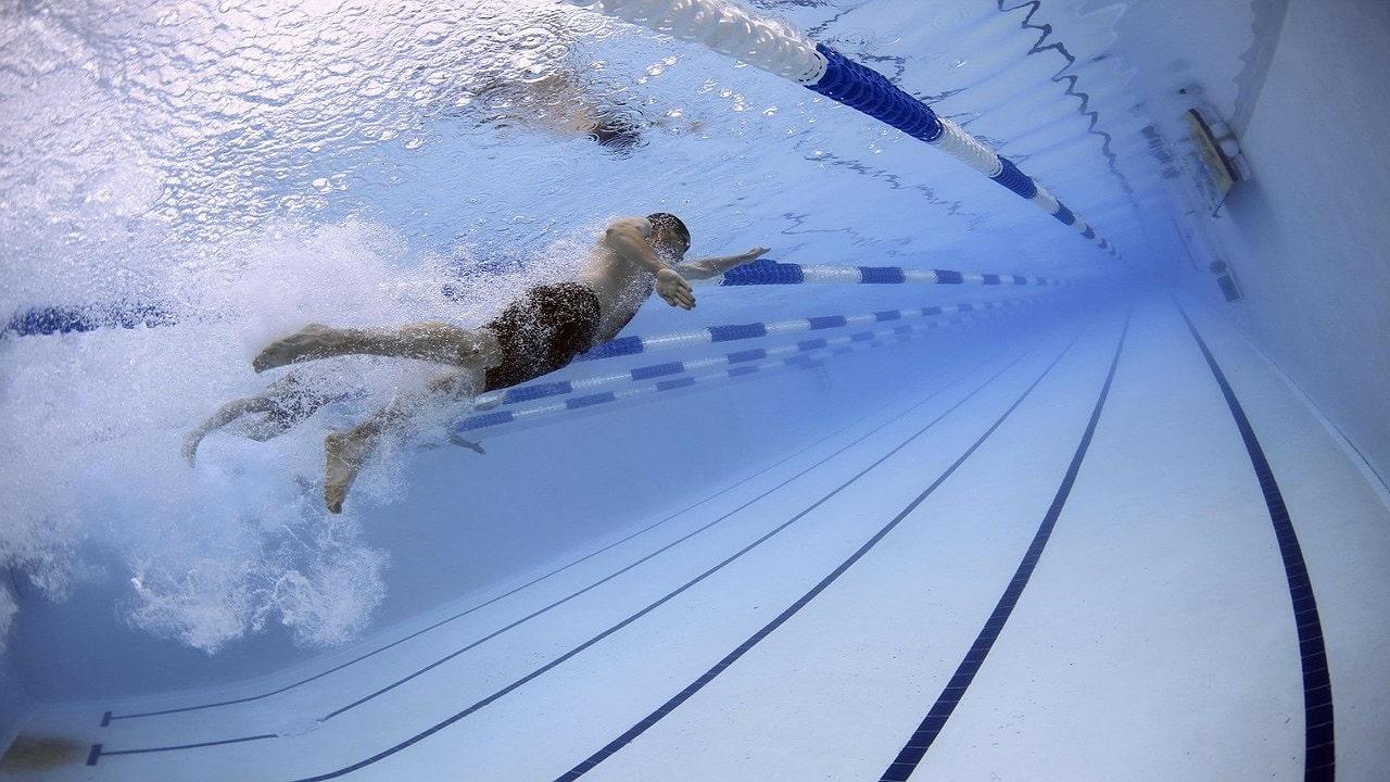 Tecnologia per il nuoto: dagli smartwatch agli occhialini in realtà aumentata thumbnail