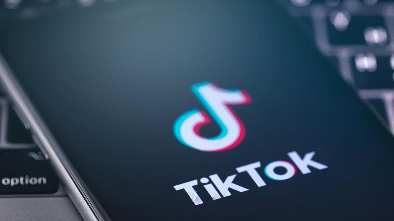 TikTok fa un altro passo contro l'incitamento all'odio thumbnail