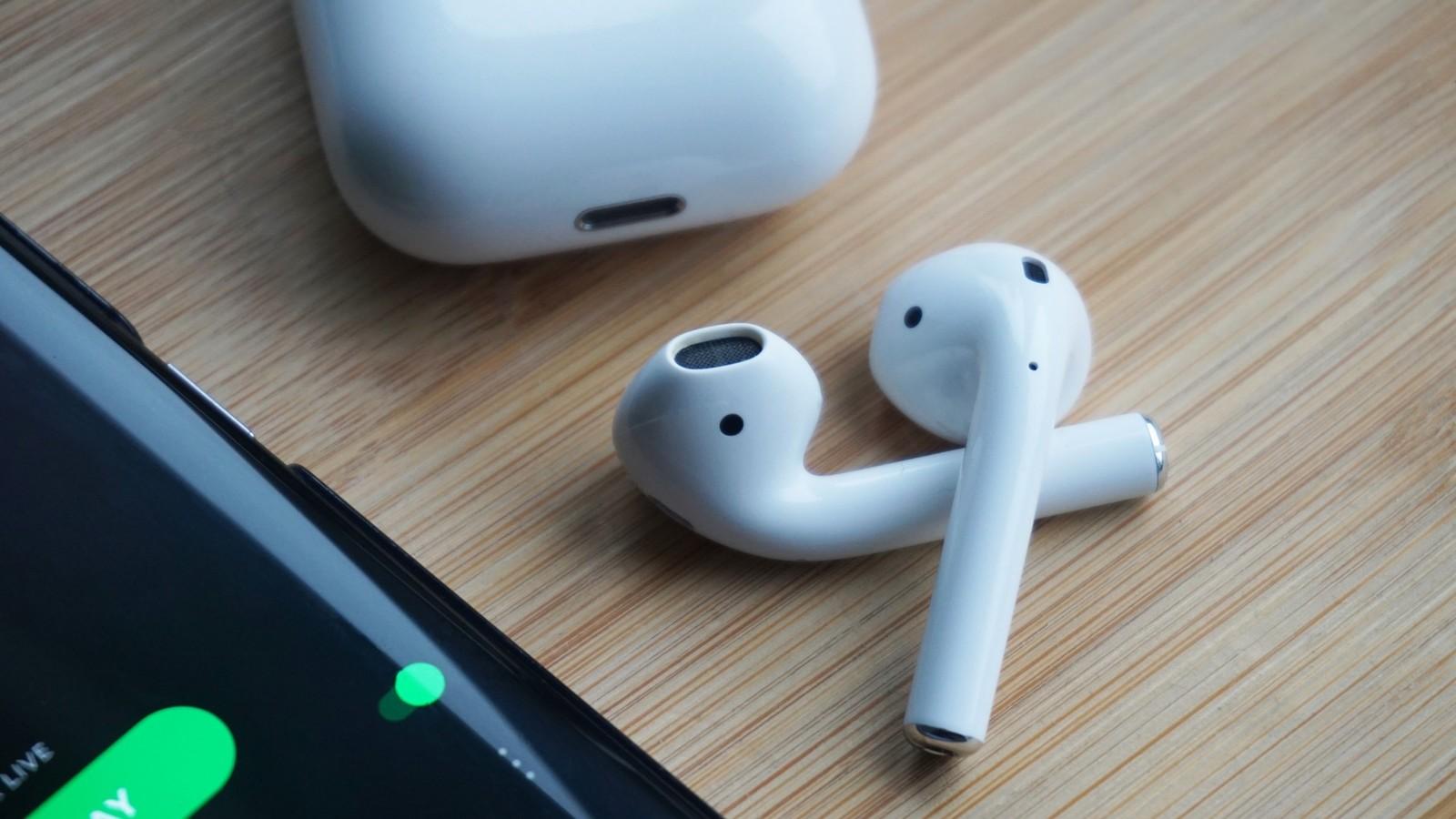 Apple Maphia, sequestrati 2000 AirPods contraffatti pronti ad entrare nel mercato thumbnail
