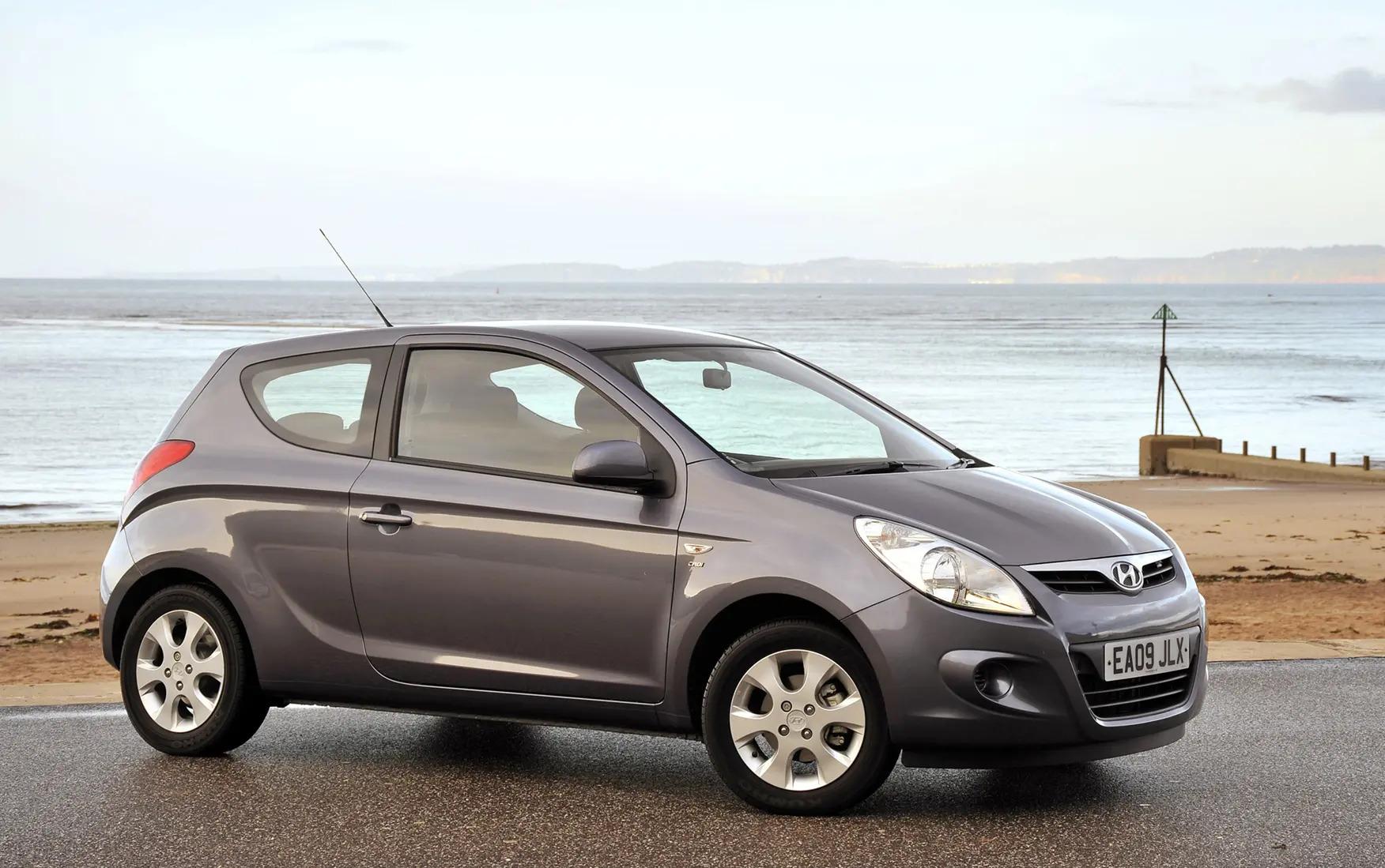 Auto-per-neopatentati-Hyundai-i20-3-porte