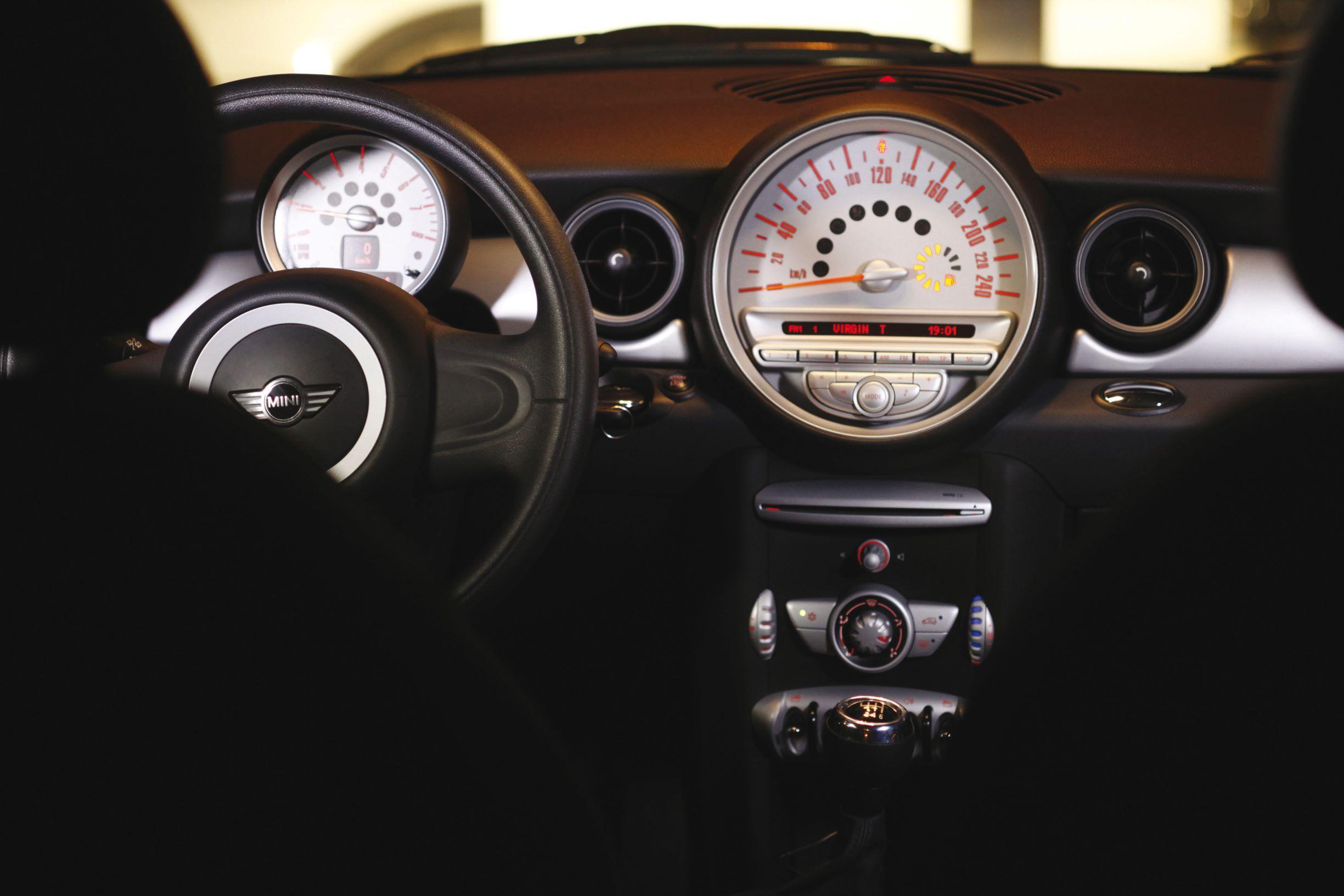 Auto per neopatentati MINI ray interni