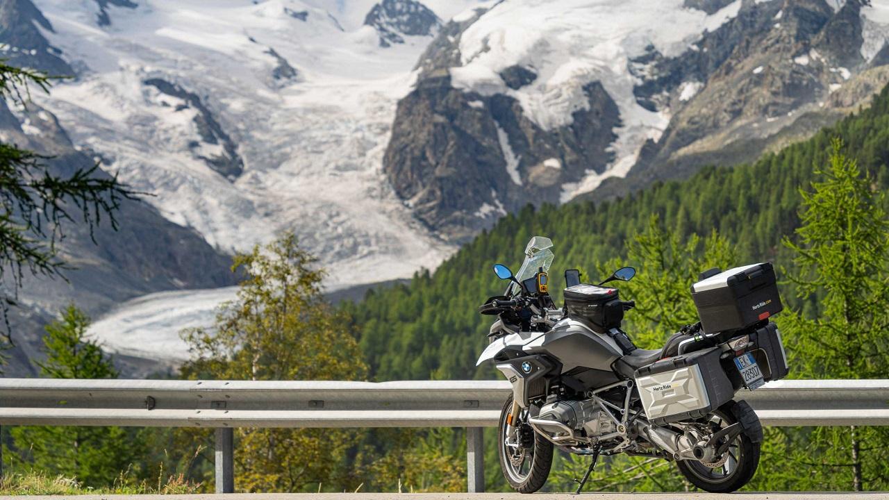 Hertz Ride presenta l'esclusivo tour in moto Alpine Routes thumbnail