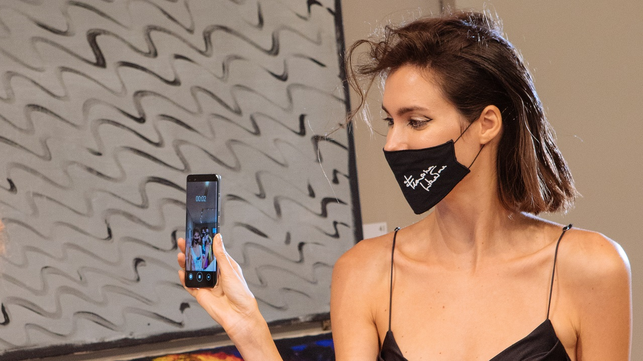 Huawei partecipa ad una sfilata benefica della Milano Fashion Week thumbnail