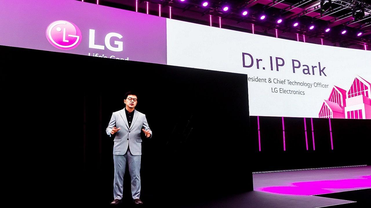 LG mostra la sua idea di futuro sul palco dell'IFA 2020 con ologramma thumbnail
