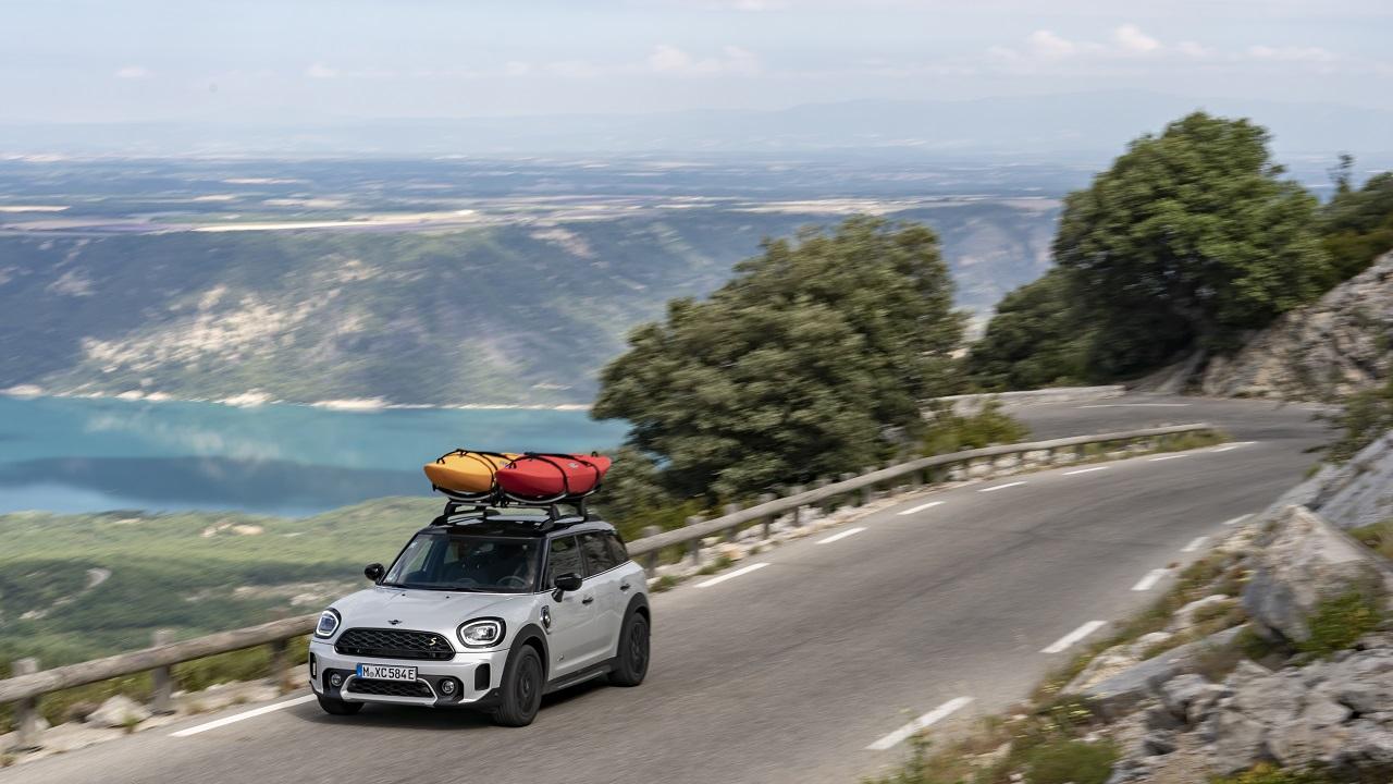 MINI Cooper SE Countryman alla conquista del Gran Canyon della Francia thumbnail