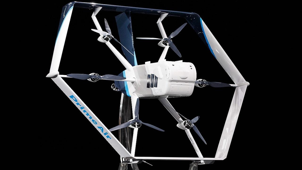 Amazon può iniziare le consegne via drone in America thumbnail
