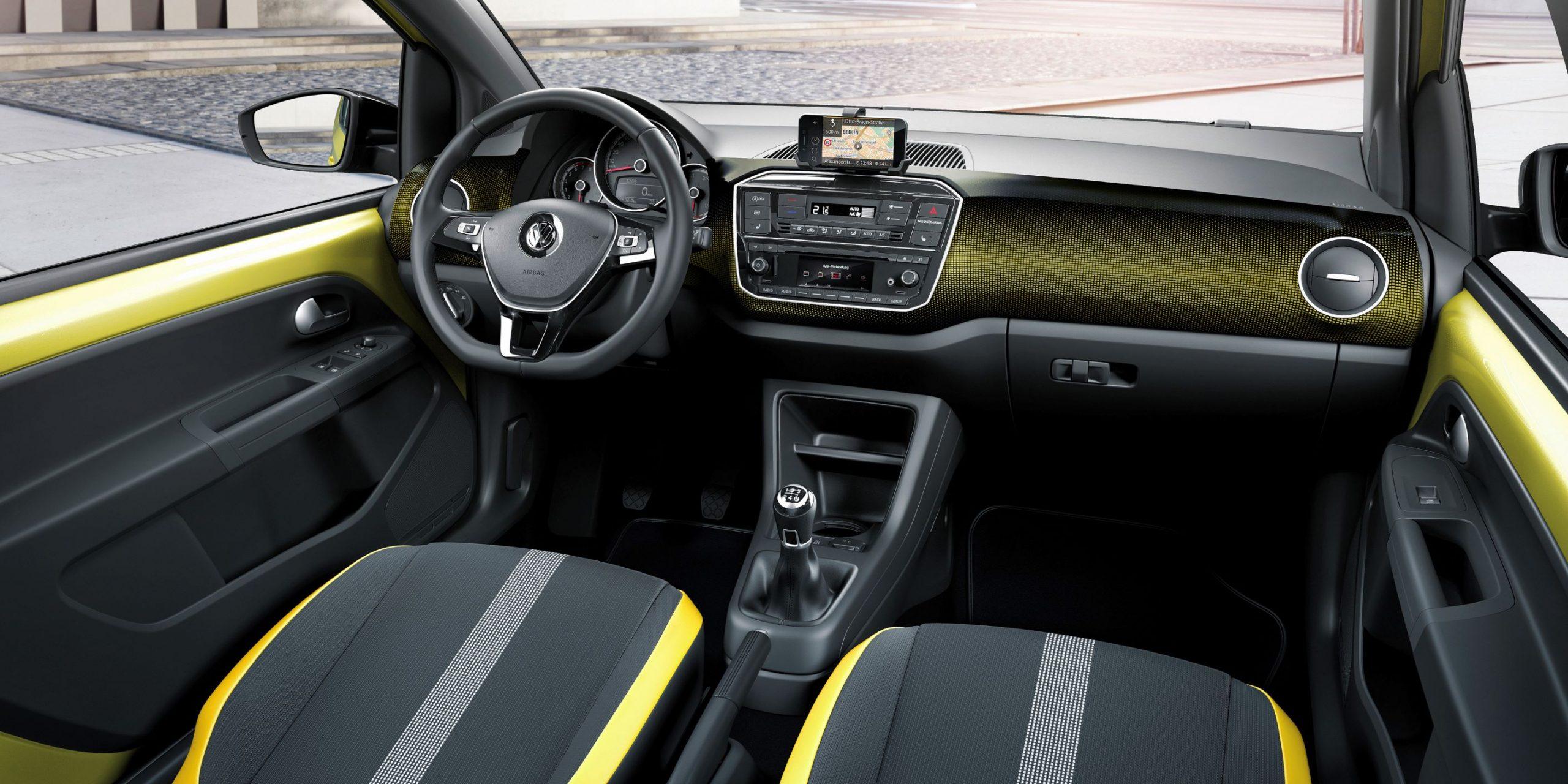 auto per neopatentati VW up! interni