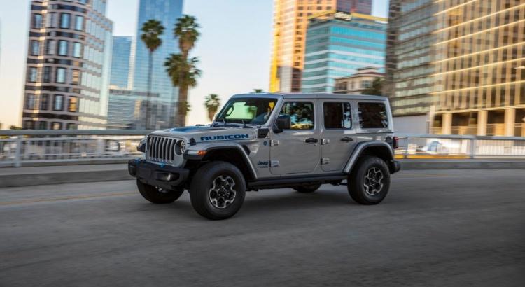 Jeep Wrangler 4xe, il fuoristrada diventa ibrido plug-in thumbnail