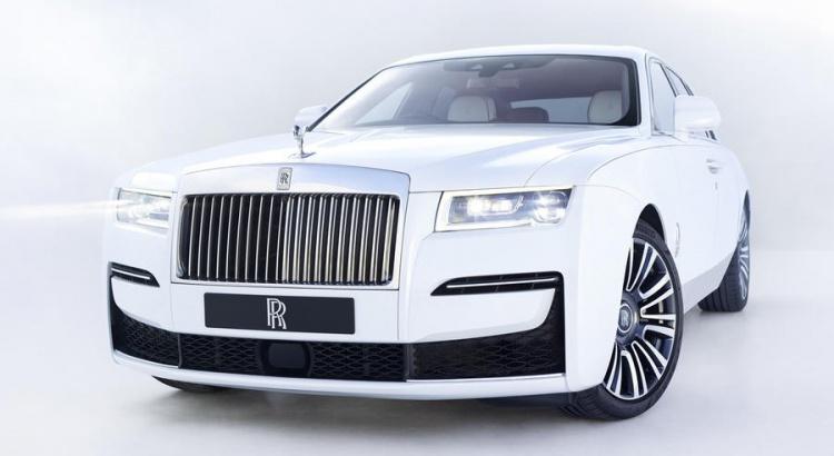 "Rolls-Royce Ghost, si rinnova la berlina ""entry-level"" di lusso thumbnail"