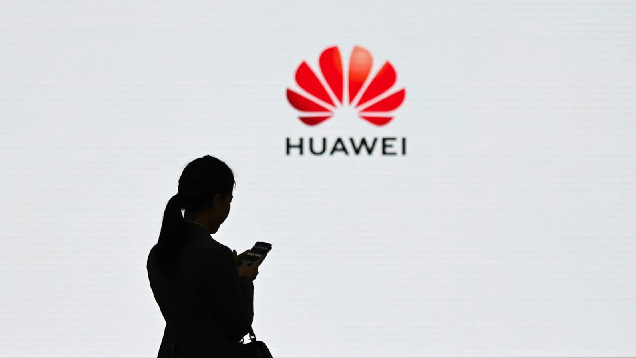 Samsung smetterà di fornire componenti a Huawei thumbnail
