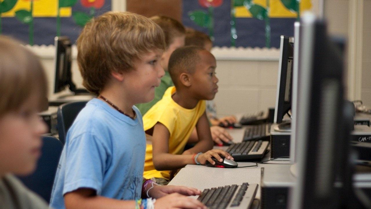 Sicurezza online: i consigli per studenti, genitori e scuole thumbnail