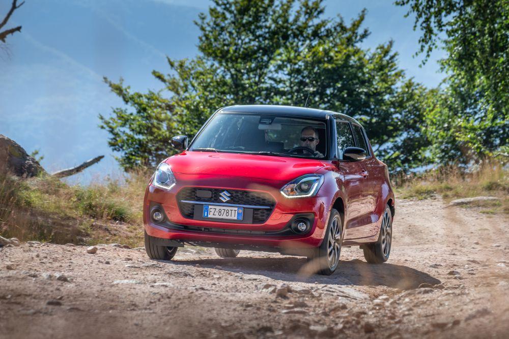 Davide Cassani testimonial del lancio della nuova Suzuki Swift Hybrid thumbnail