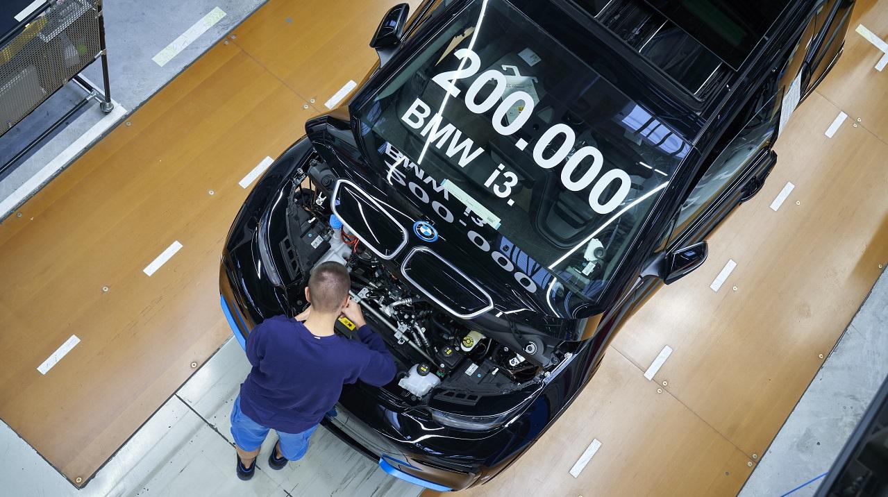 BMW i3: raggiunto il traguardo delle 200 mila unità prodotte thumbnail