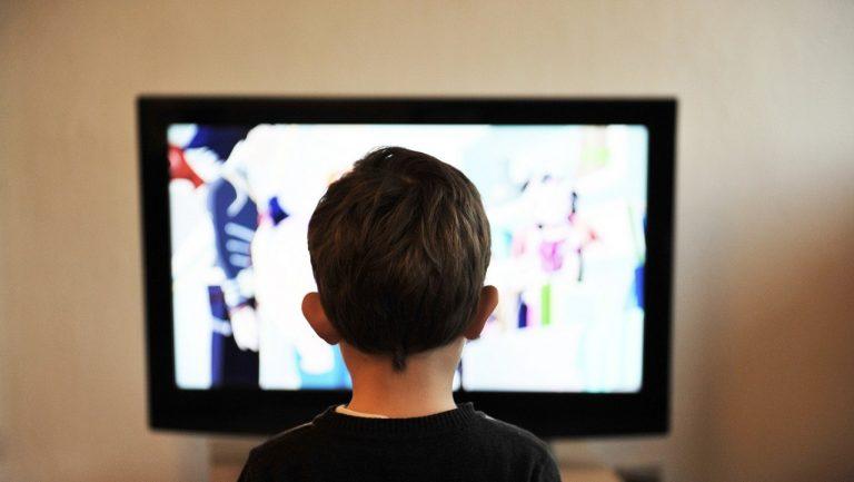 Crescere davanti a uno schermo