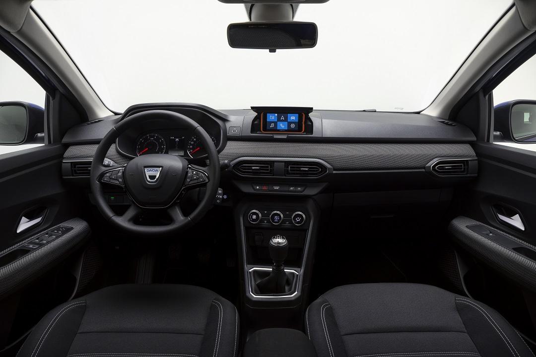 Dacia Sandero 2020 con smartphone