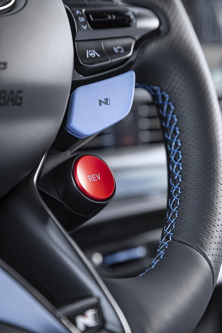 Hyundai i20 N 2021 tasti sul volante