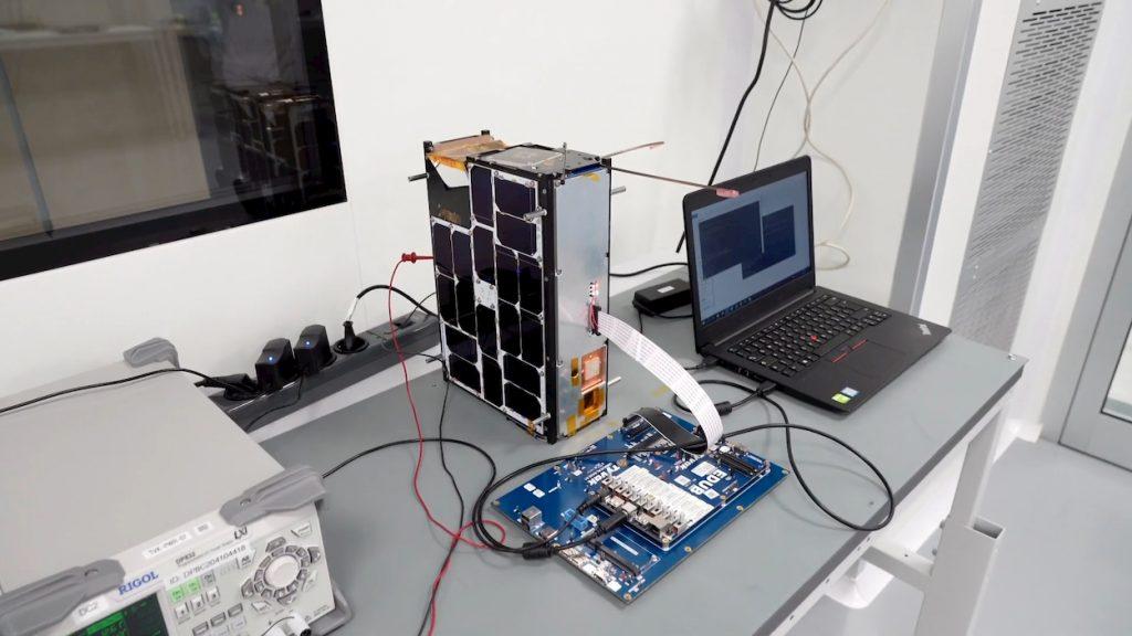 Intel satellite intelligenza artificiale orbita