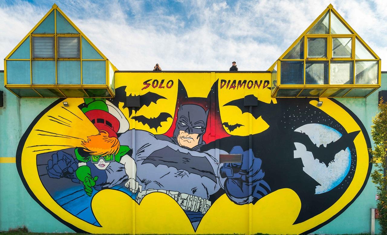 Panini Comics presenta un murales dedicato a Batman thumbnail