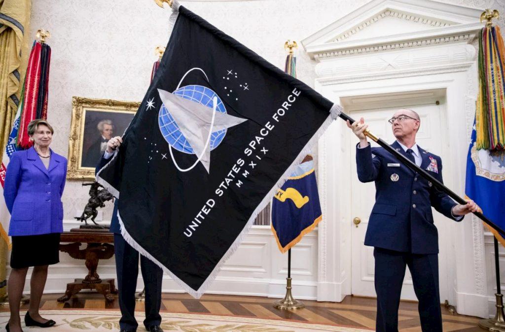 base lunare Space Force bandiera