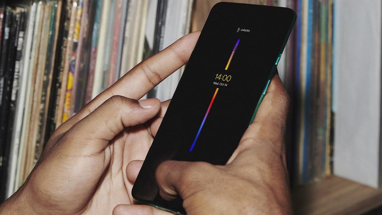 Ecco OnePlus 8T: schermo superlativo e ricarica da record thumbnail