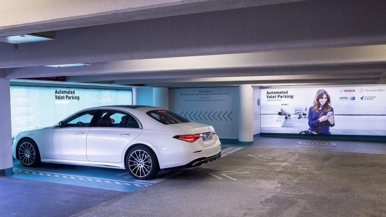 parcheggio autonomo mercedes