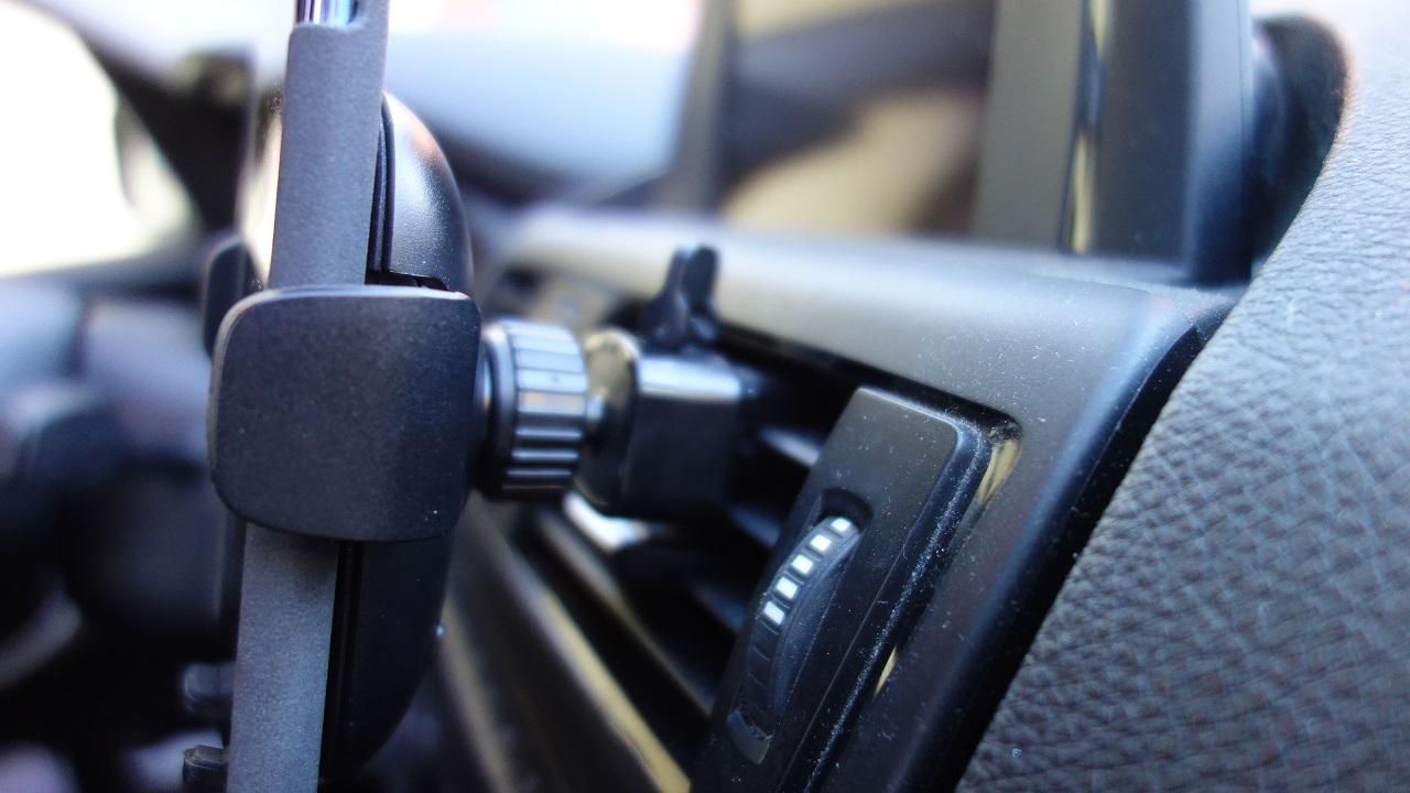 5 accessori auto supporto boccchetta 1