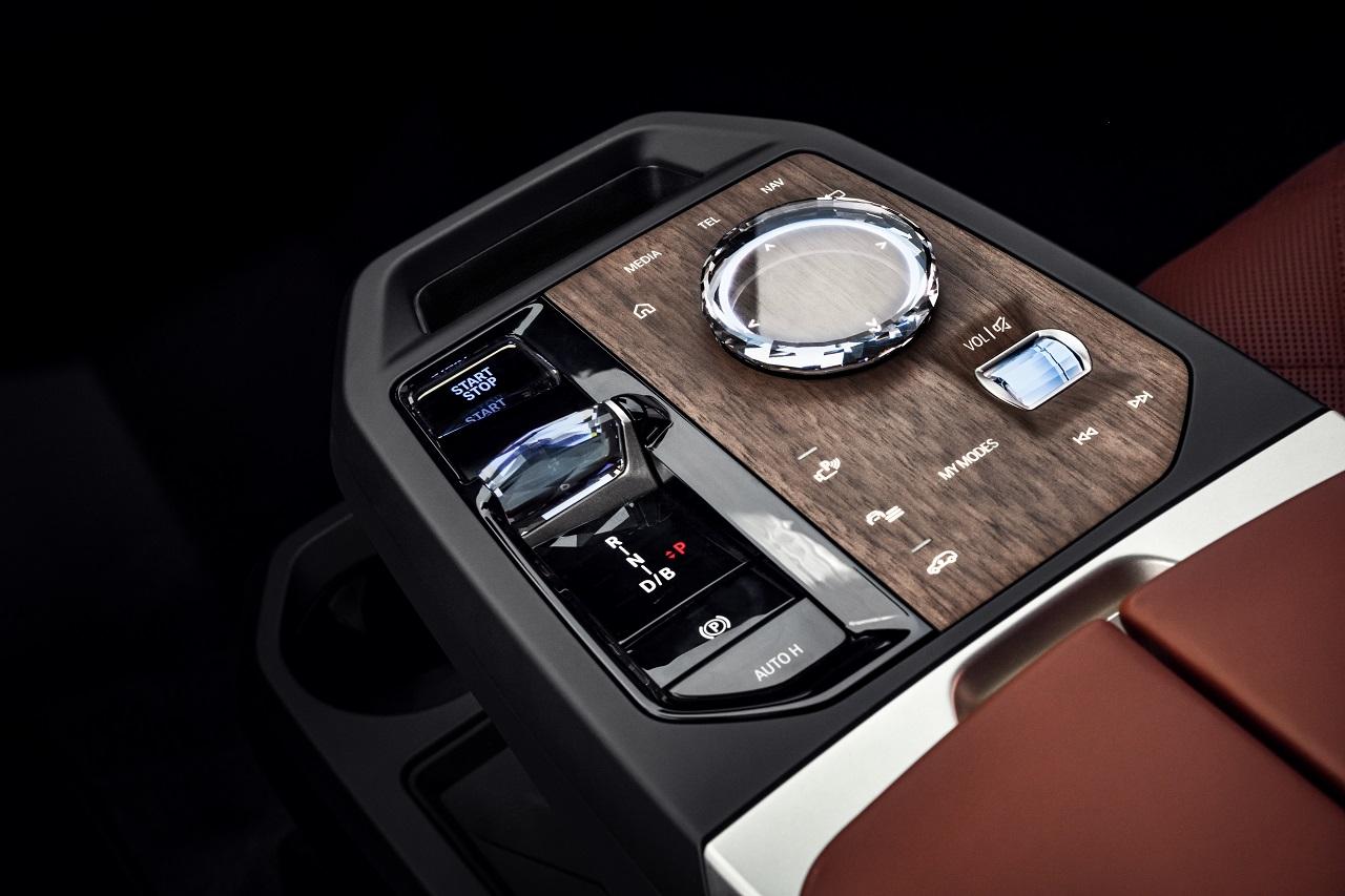 BMW iX consolle centrale