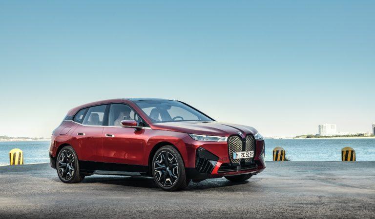 Nasce BMW iX, la prima della nuova era della Casa bavarese