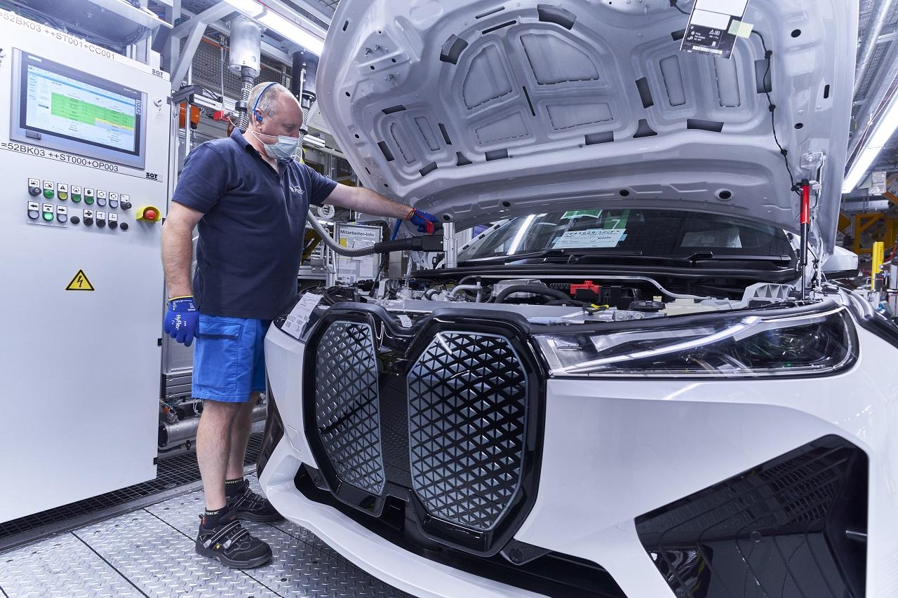 BMW iX mascherone