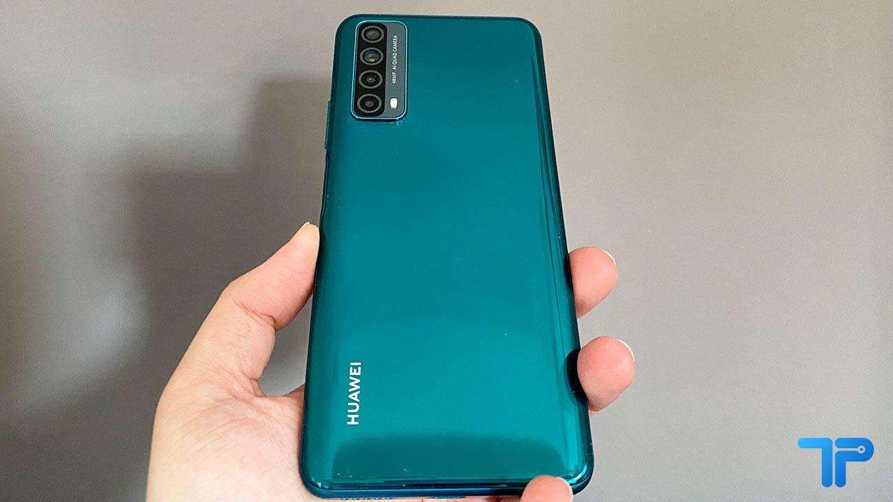 Huawei P Smart 2021 recensione design