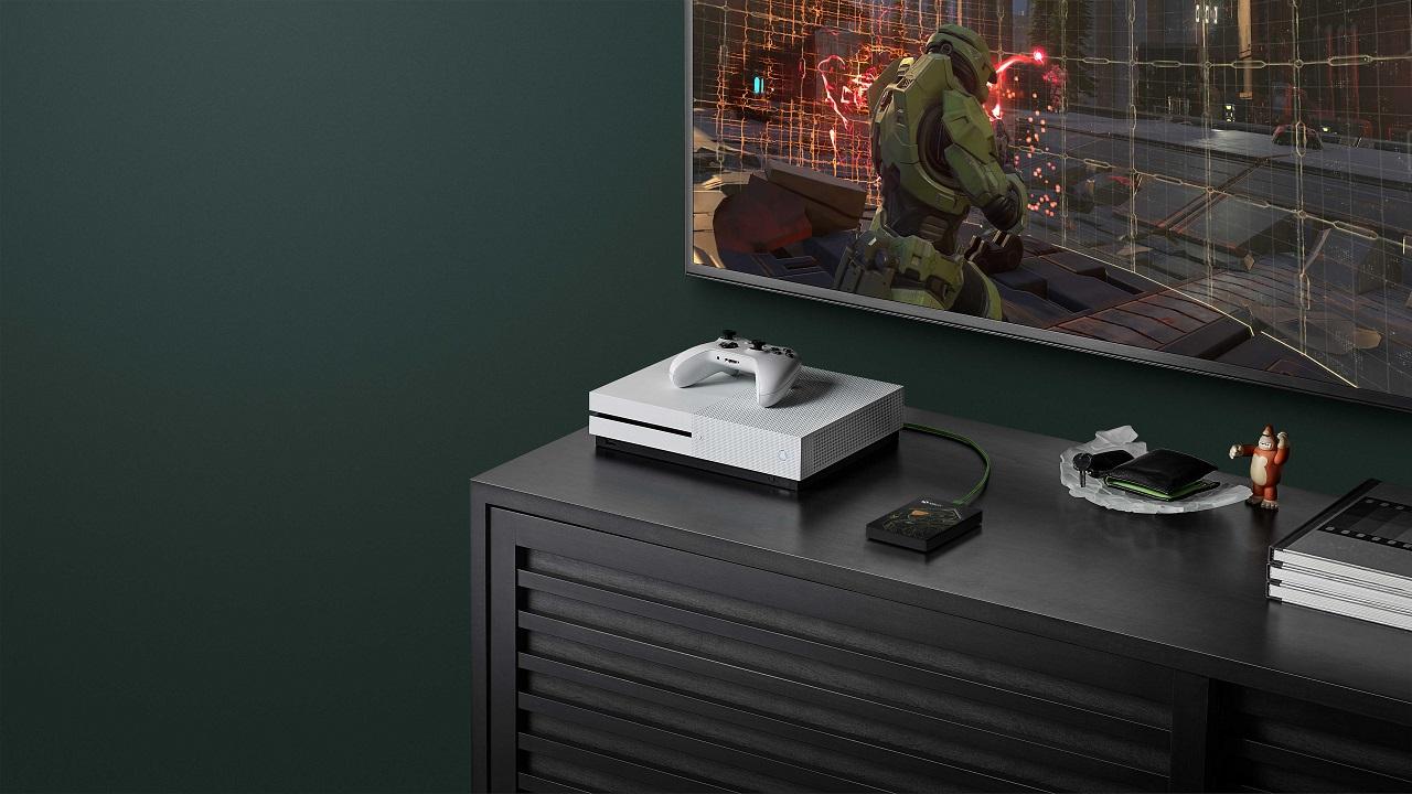 """Seagate presenta """"Halo: Master Chief"""", il Game Drive in edizione limitata per Xbox thumbnail"""