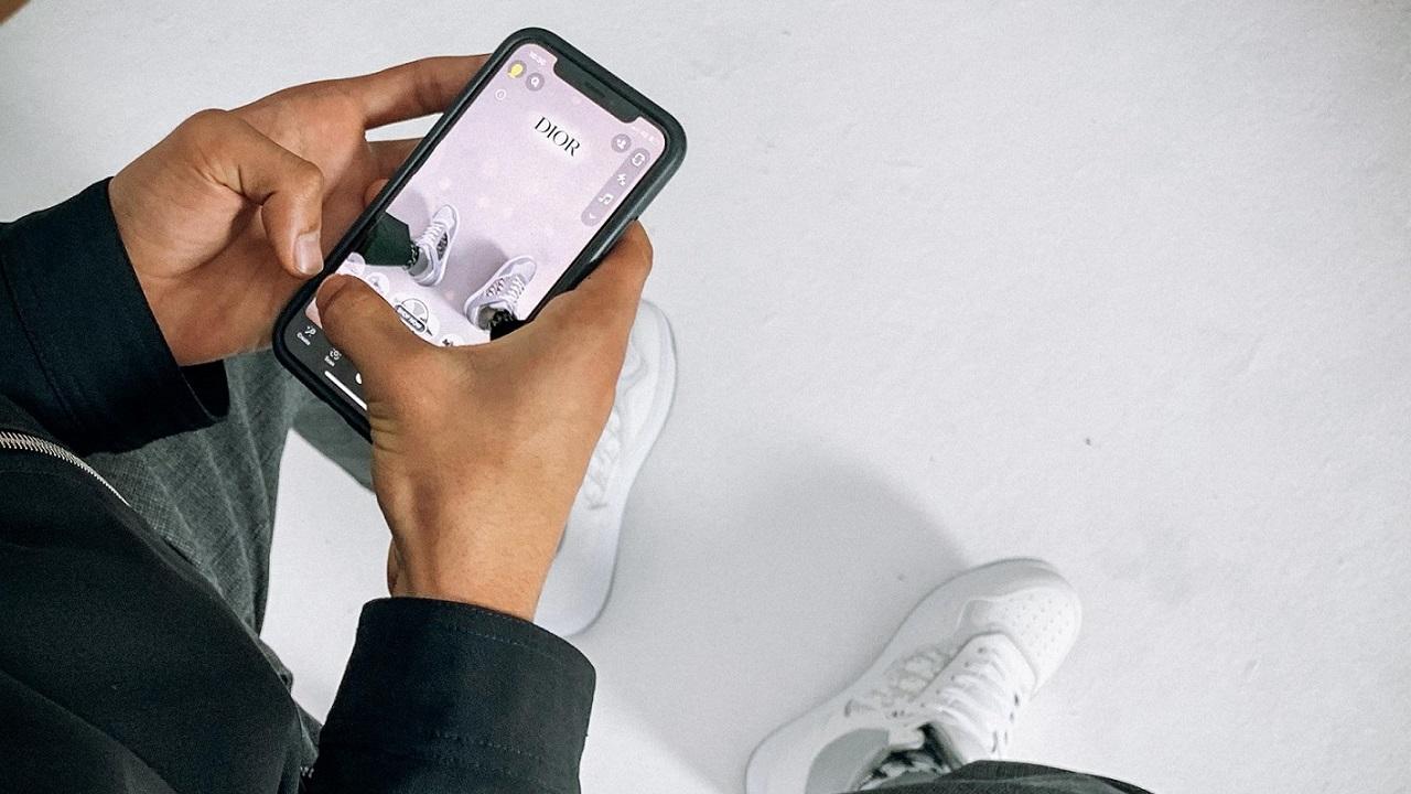 Su Snapchat è possibile provare le nuove sneaker di Dior thumbnail