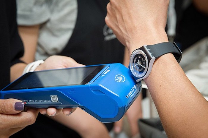 SwatchPay, l'orologio per pagare contactless thumbnail
