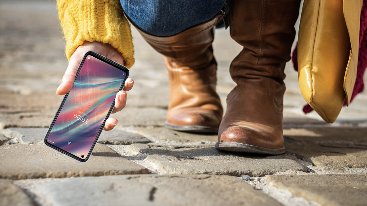 A chi non è mai caduto lo smartphone? thumbnail