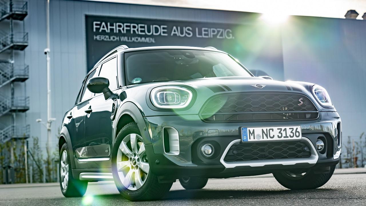 Lo stabilimento BMW di Lipsia produrrà un nuovo crossover MINI thumbnail