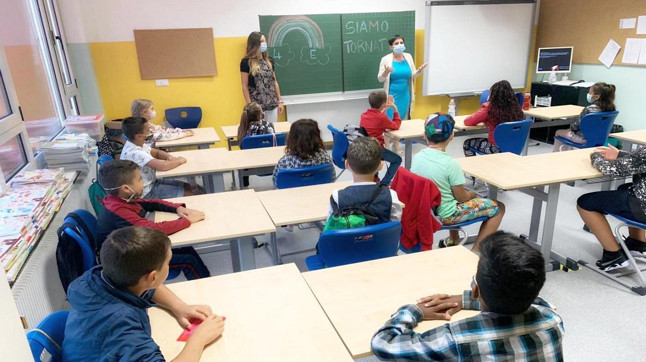 Parte il progetto pilota per fermare la diffusione del Covid a scuola thumbnail