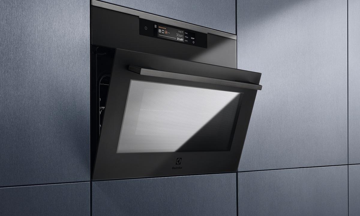 Tecnologia al top e design ricercato per i nuovi forni compatti Electrolux thumbnail