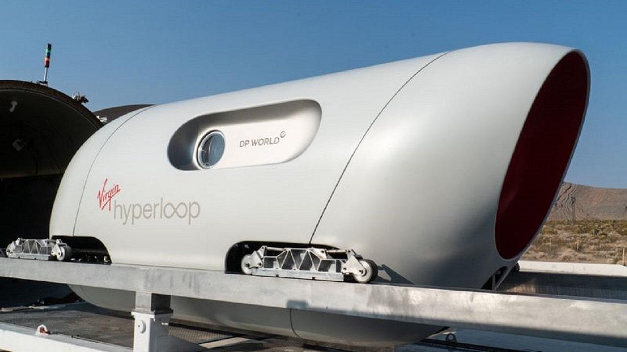 I primi due passeggeri sono saliti su Virgin Hyperloop thumbnail